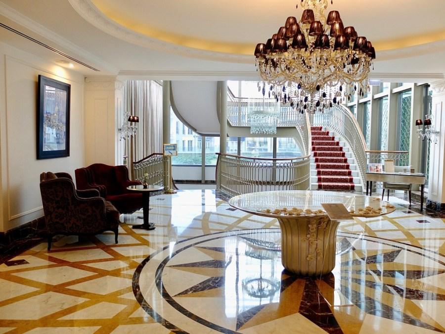 the palacio das cardosas hotel lobby