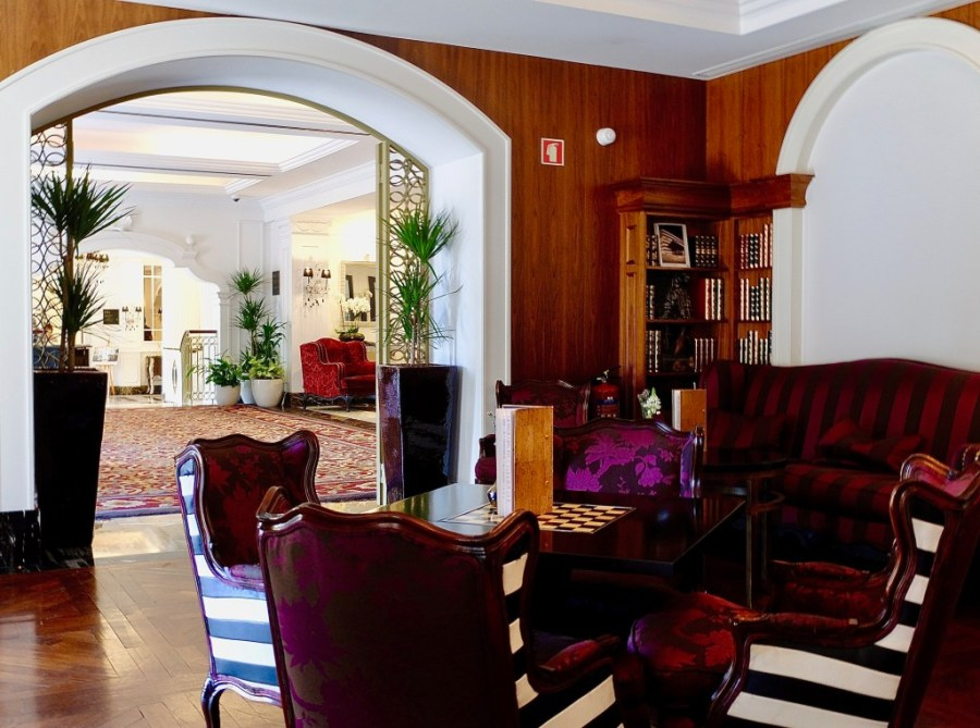 library bar at the palacio das cardosas