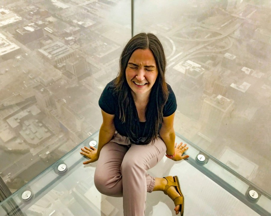 woman scared at skydeck in chicago