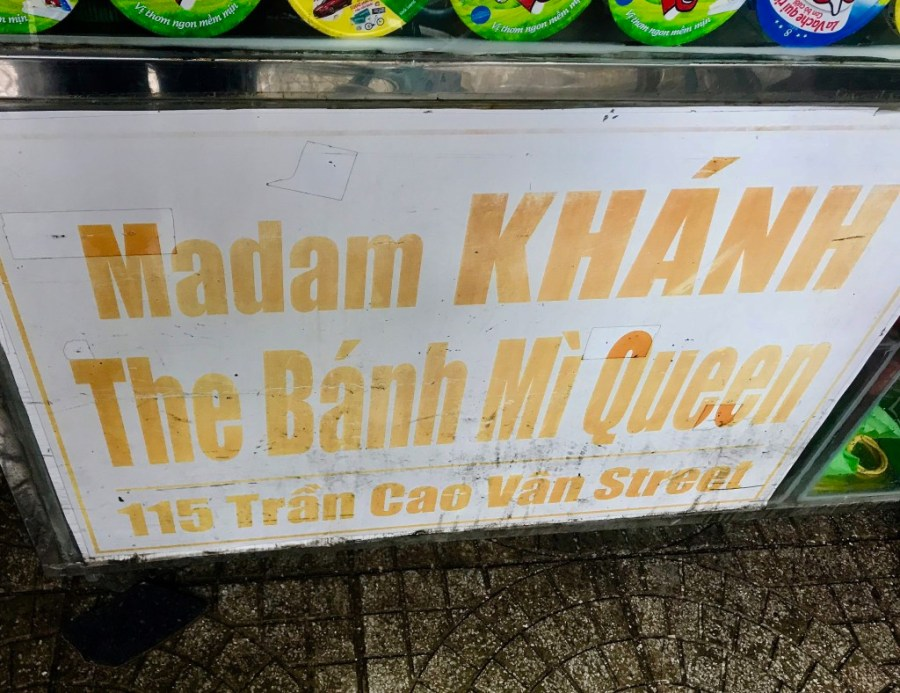 bahn mi queen sign