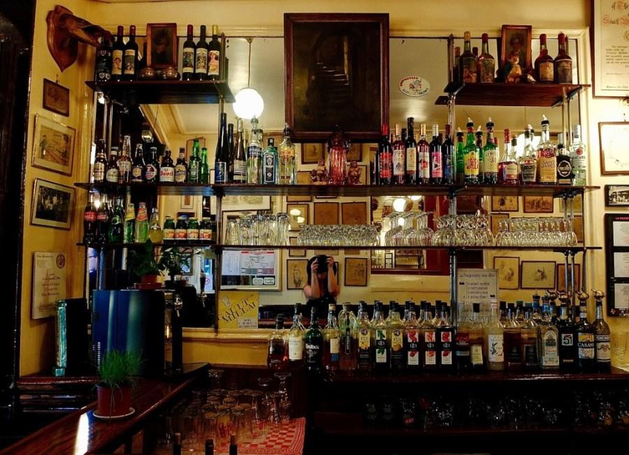 bar inside a la pomponnette