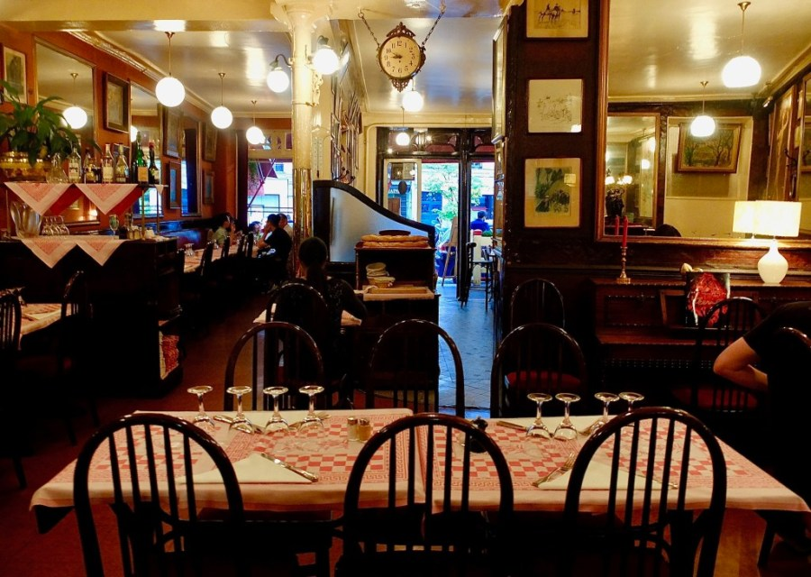 inside tables at a la pomponnette