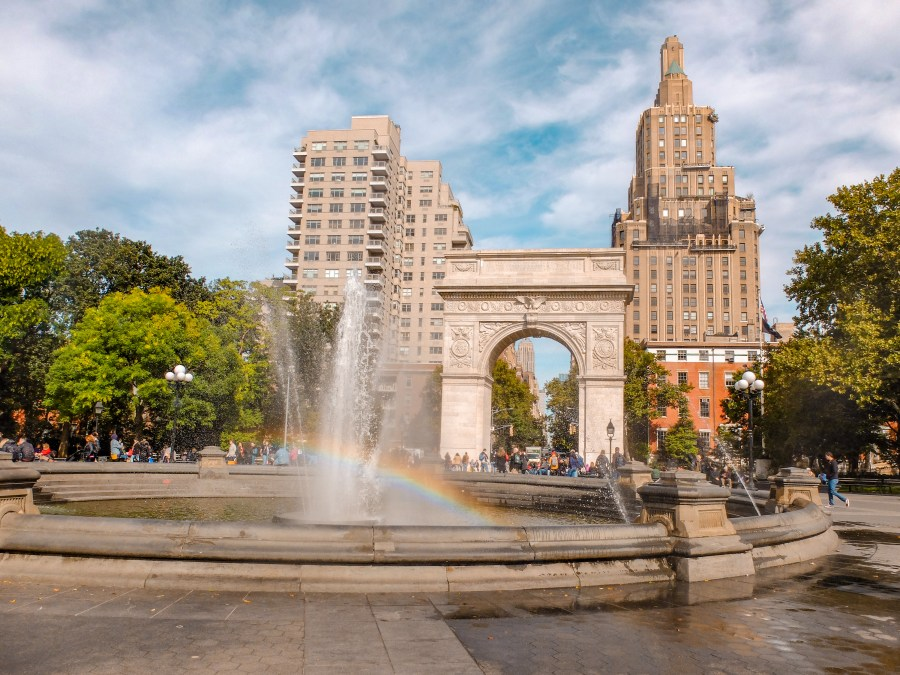 fountain and arch at Washington Square Park