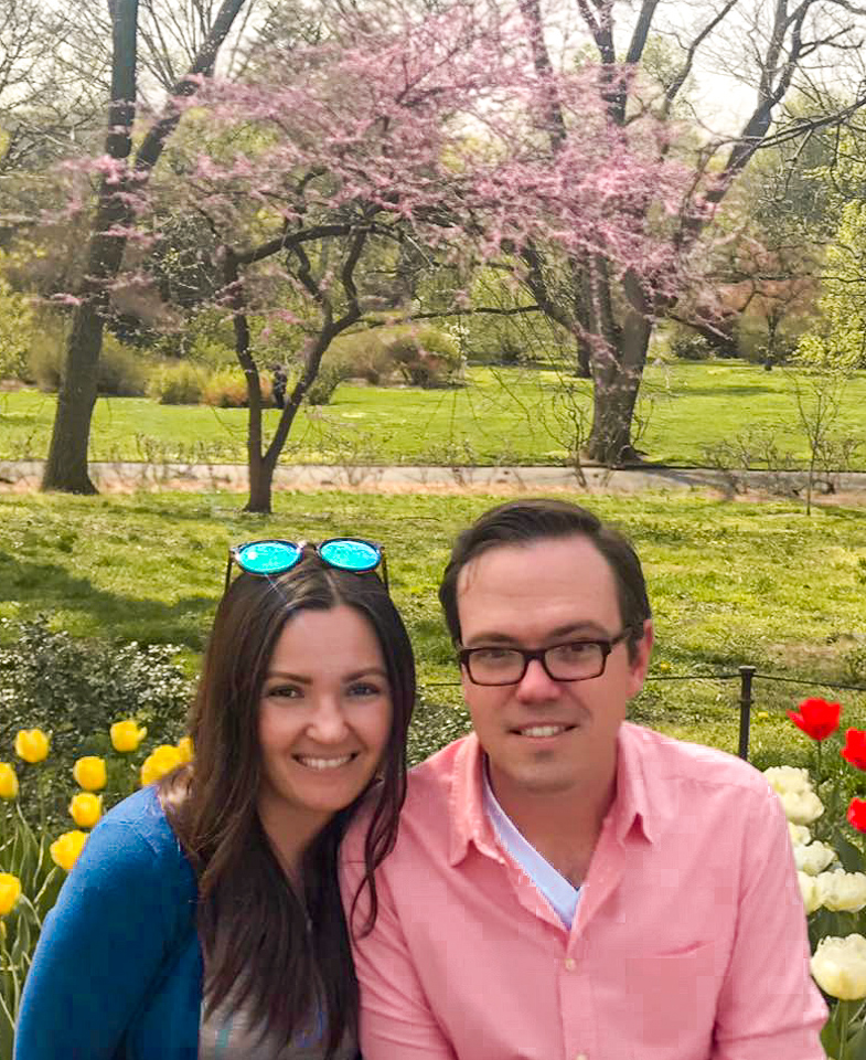 couple posed at Brooklyn Botanical Garden
