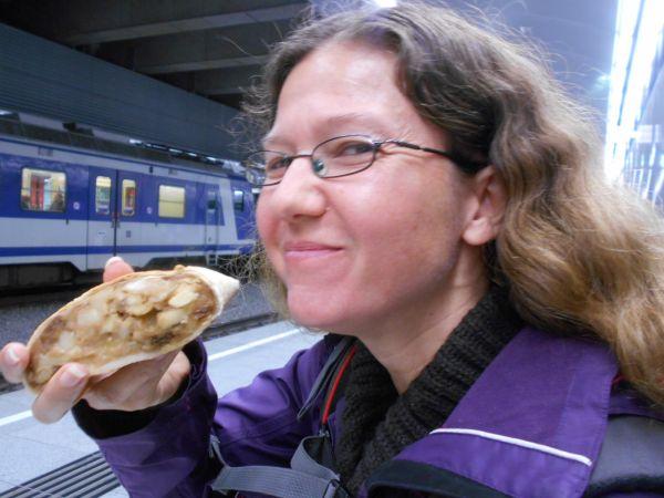 Vegan apple strudel in Vienna, Austria - vegan travel