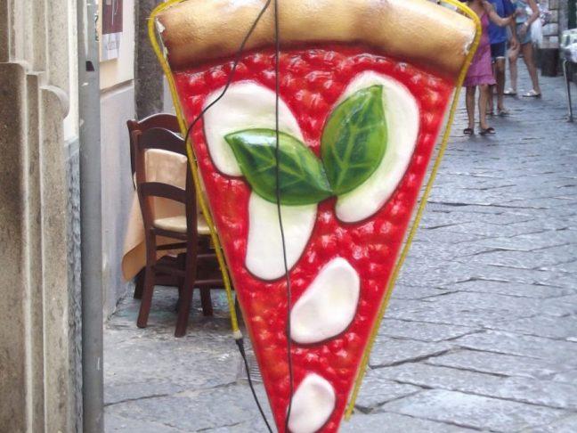 Pizza al taglio - vegan street food in Italy