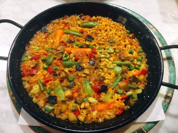 Paella de verduras - vegan on the Camino de Santiago