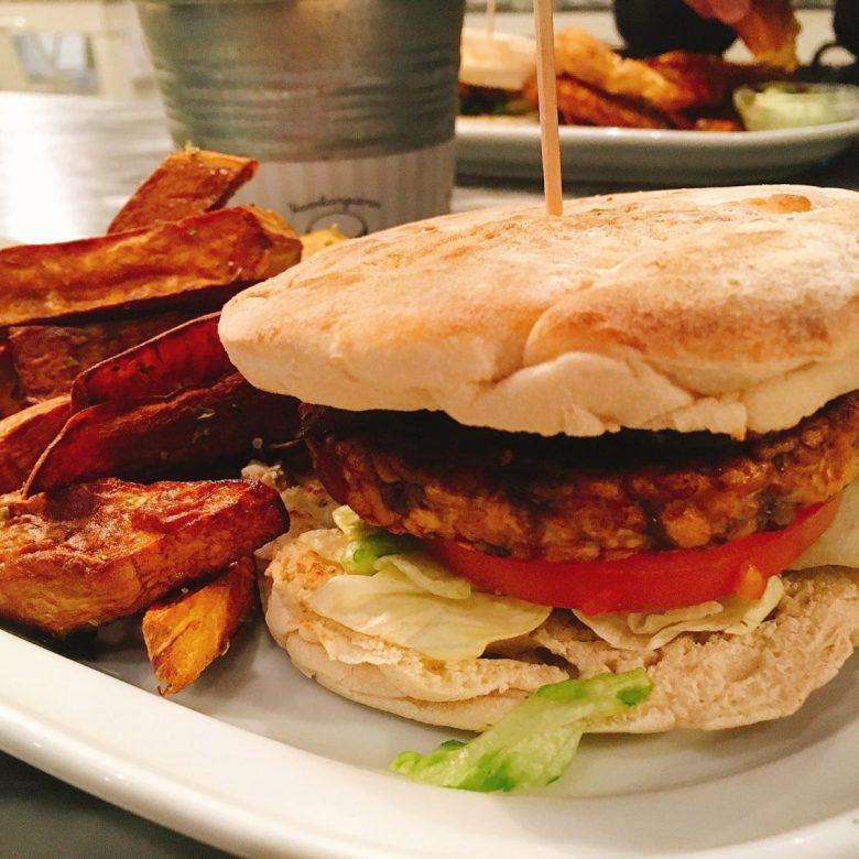 Hamburgueria do Bairro - best restaurants in Lisbon Portugal for vegan-friendly meals