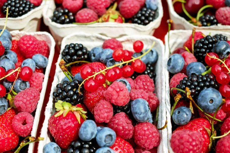 Berries - vegan travel food ideas