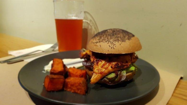 Vegan Pulled Pork Burger at Ale and Hop in Barcelona