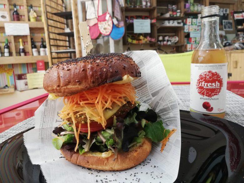 vegan burger at Vegana by Tentúgal