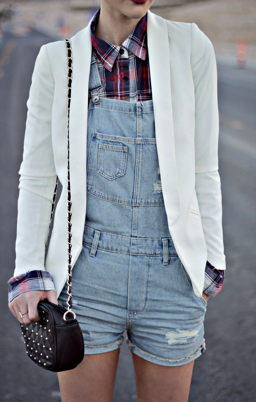 overalls-plaid-shirt-blazer-white-blazer-jacket-leopard-print-platinum-hair-las-vegas-fashion-blogger-lindsey-simon-5