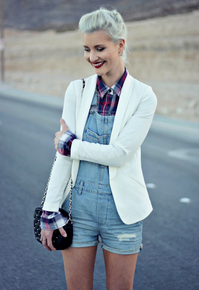 overalls-plaid-shirt-blazer-white-blazer-jacket-leopard-print-platinum-hair-las-vegas-fashion-blogger-lindsey-simon-7