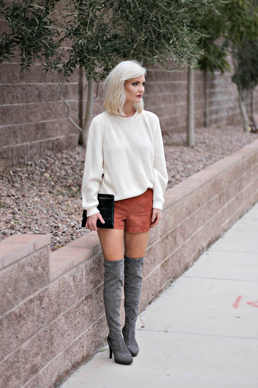 suede-shorts-slouchy-sweater-oversized-sweater-over-the-knee-boots-over-the-knee-gray-boots-grey-boots-las-vegas-fashion-blogger-lindsey-simon-the-nomis-niche-snakeskin-clutch-1