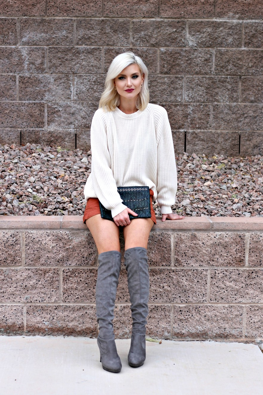 suede-shorts-slouchy-sweater-oversized-sweater-over-the-knee-boots-over-the-knee-gray-boots-grey-boots-las-vegas-fashion-blogger-lindsey-simon-the-nomis-niche-snakeskin-clutch-2