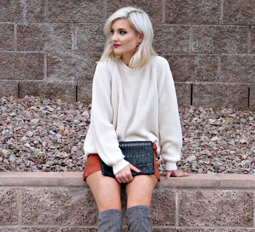 suede-shorts-slouchy-sweater-oversized-sweater-over-the-knee-boots-over-the-knee-gray-boots-grey-boots-las-vegas-fashion-blogger-lindsey-simon-the-nomis-niche-snakeskin-clutch-3