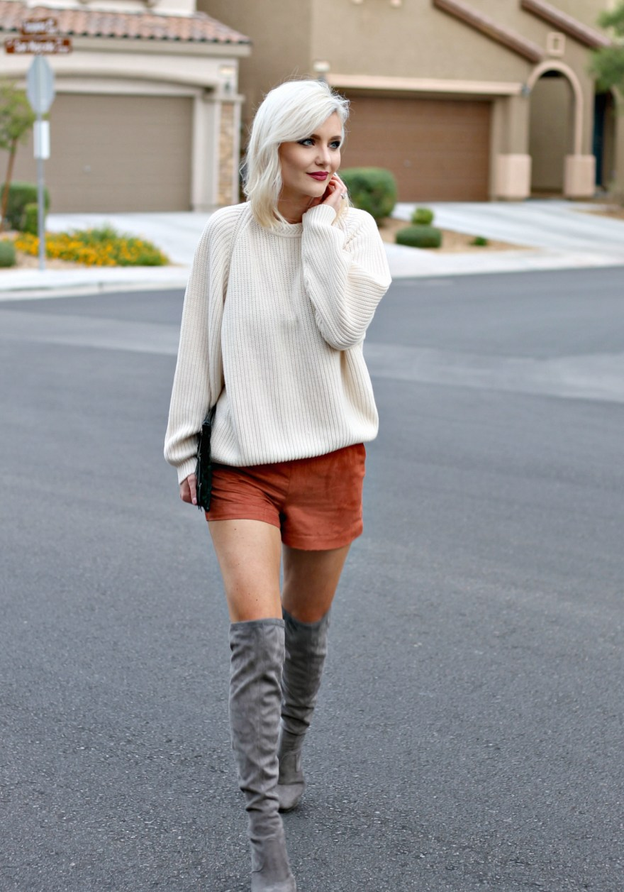 suede-shorts-slouchy-sweater-oversized-sweater-over-the-knee-boots-over-the-knee-gray-boots-grey-boots-las-vegas-fashion-blogger-lindsey-simon-the-nomis-niche-snakeskin-clutch-6