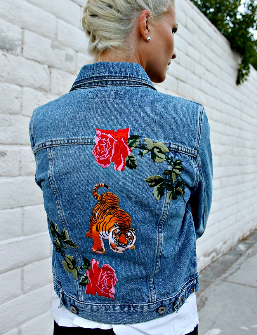 diy-denim-jacket-the-nomis-niche-lindsey-simon-patches-how-to-wear-a-denim-jacket-4