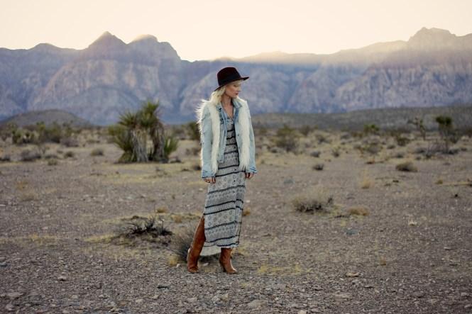 white-crow-boho-dress-las-vegas-fashion-blogger-boho-style-lindsey-simon-the-nomis-niche-duster-maxi-dress-desert-5