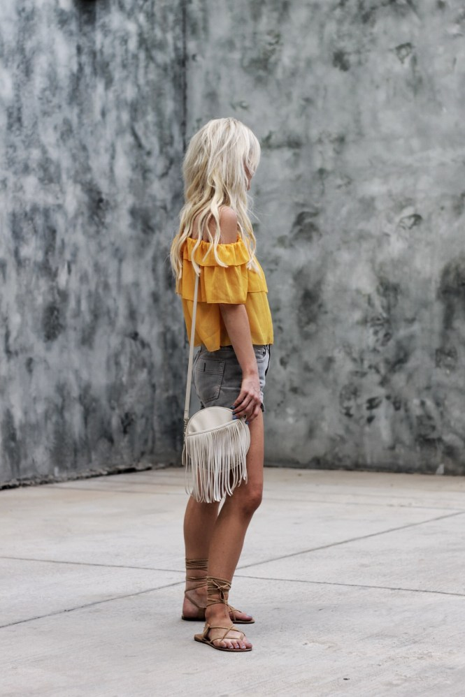 h&m, ootd, outfit, inspo, inspiration, how to wear, casual summer style, casual summer outfit, summer style, ruffles, off the shoulder, cold shoulder, boho style, boho summer outfit, las vegas, fashion blogger, blogger, blonde hair, platinum blonde, gladiator sandals, yellow top, free people