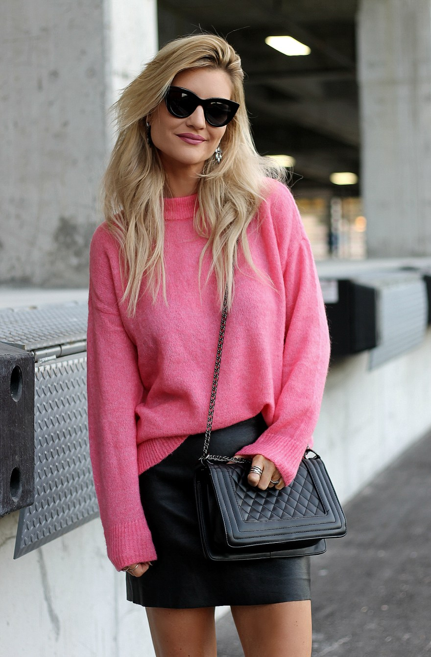 Michael hill, jewelry, rings, stacking rings, sterling silver rings, beauty blogger, fashion blogger, Beauty, fashion, how to stack rings, dainty jewelry, pink sweater, h&m, ootd, leather skirt, street style, fall style, 2017, fall outfit 2017, fall fashion 2017, pink sweater, outfit, Las Vegas blogger, the noms niche, Lindsey Simon