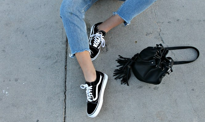 sneaker style, vans, vans girls, bucket bag, sneakers, fall style, fall outfit, 2017, casual style, fashion blogger, fashion blog, denim, raw hem jeans, the noms niche, Lindsey Simon, Las Vegas blogger, fashion blogger, style blogger, beauty blogger