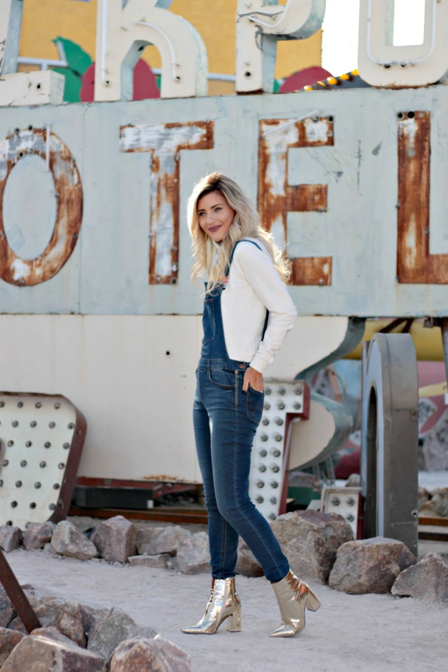 wrangler, wrangler jeans, overalls, metallic boots, metallic booties, gold booties, casual outfit, fall outfit, spring outfit, how to wear overalls, overall outfit ideas, overalls for fall, overall outfit, the nomis niche, lindsey simon, fashion blogger, the neon museum, the neon boneyard, Las Vegas, Vegas blogger, Las Vegas blogger
