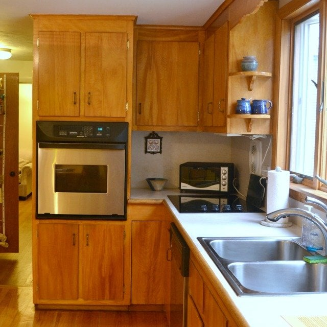 No more 1960's kitchen! Get kitchen renovation tips from The No Pressure Life.
