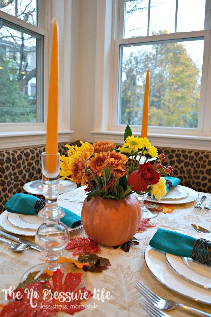 Casually elegant last-minute Thanksgiving centerpiece idea.
