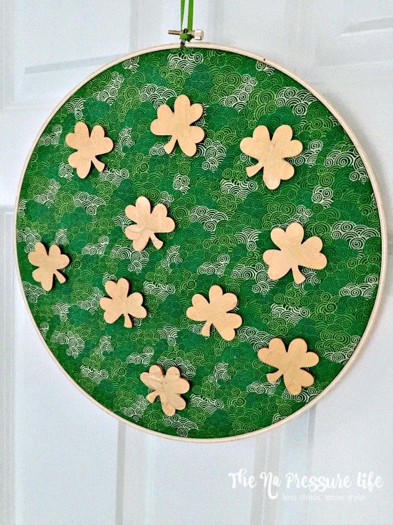Easy shamrock craft - embroidery hoop shamrock craft