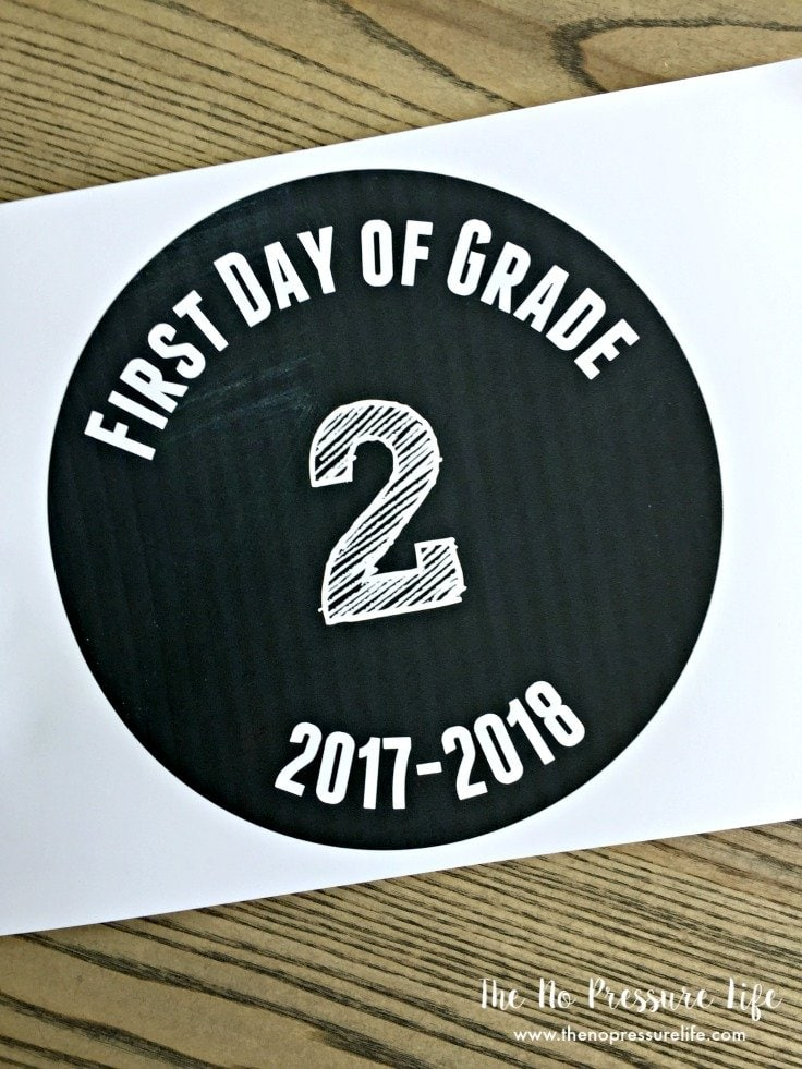 First day of school signs - free printable signs for the first day of preschool through grade 8 for 2017-2018 school year.