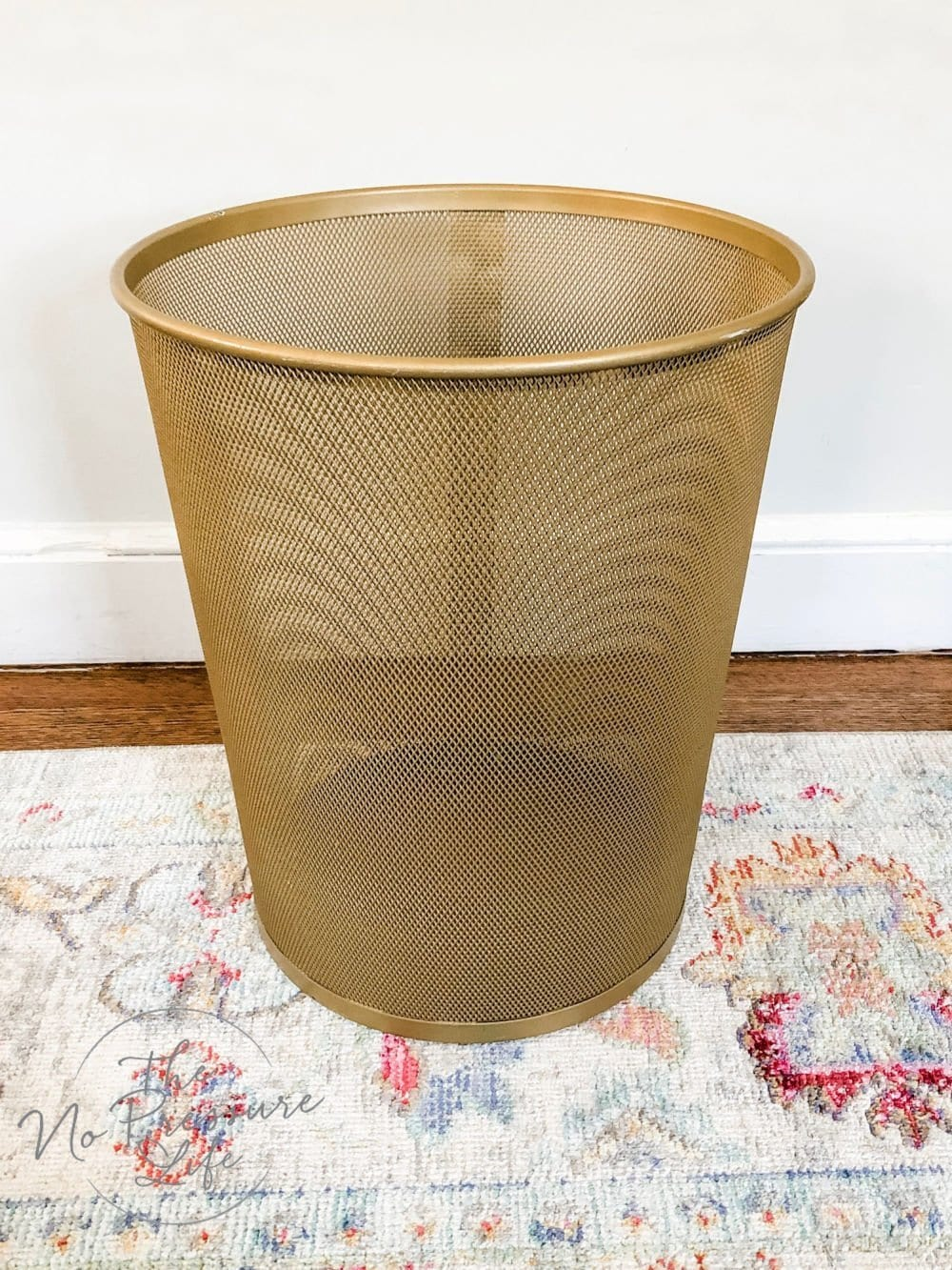 easy DIY spray paint ideas - spray painting metal trash can gold