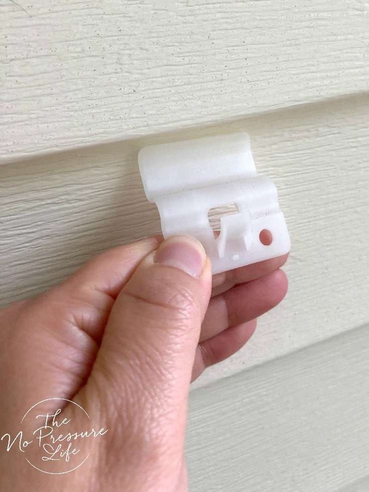 Hooks to hang things on vinyl siding without nails