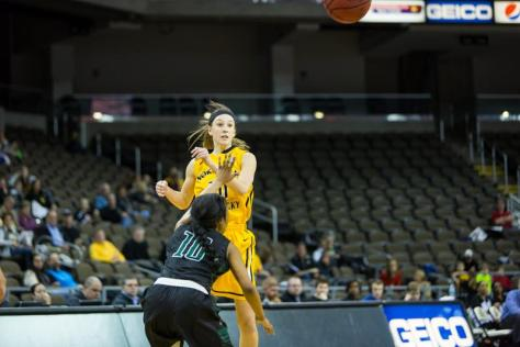 Women's basketball in second with win over Stetson