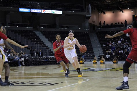 Norse lock down UIC, snap losing streak