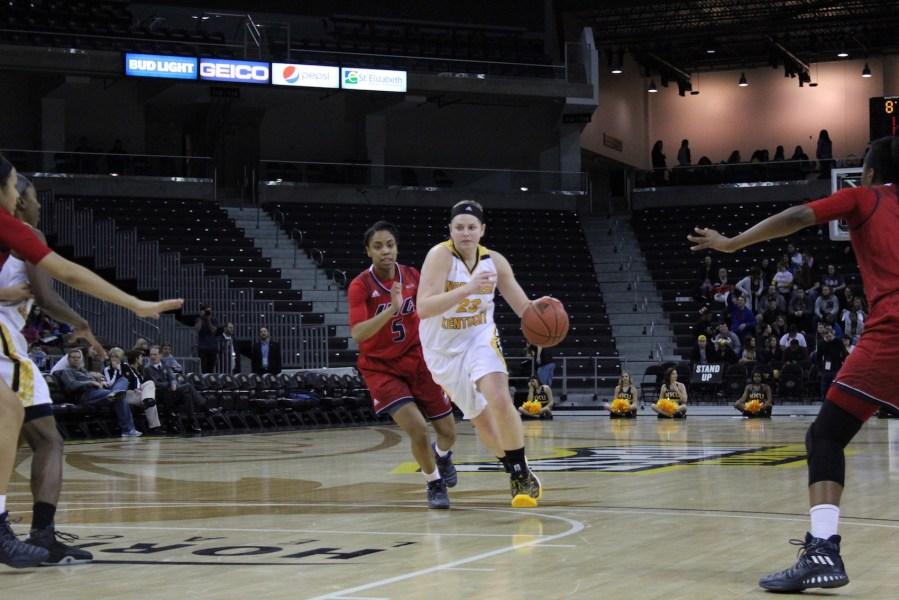 NKU%27s+Kasey+Uetrecht+drives+to+the+basket+on+Thursday+against+UIC.