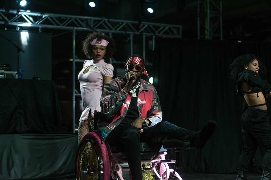 2+Chainz+rolled+around+the+stage+in+a+wheelchair+after+breaking+his+leg+in+August.
