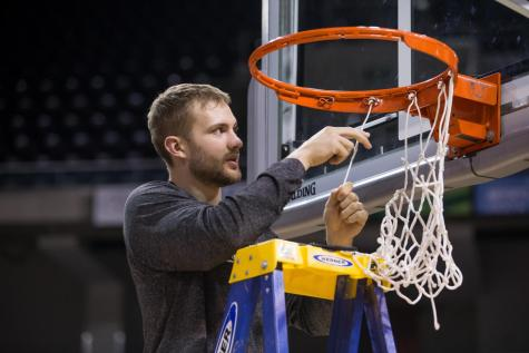 GALLERY: Norse cut down the nets after winning regular season title