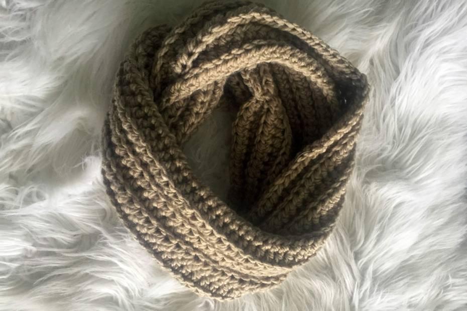 Crochet ribbed infinity scarf pattern
