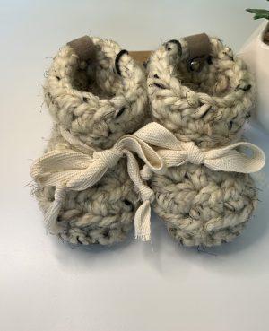 Crochet baby booties with tie