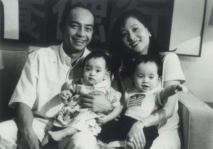 (Updated) Nazir with his wife Datuk Azlina Aziz and their two children