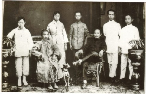 Maria's paternal great-grandparents with their children.