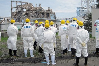 Viewing the damage at Unit 3 of Fukushima Daiichi Nuclear Power Plant (© G Webb | IAEA)