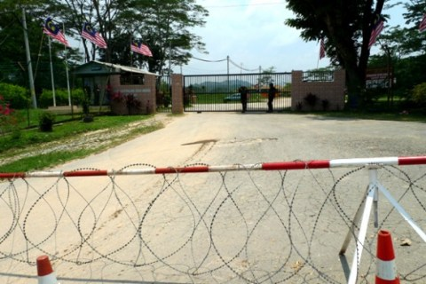 The main entrance to Raub Australian Gold Mining Sdn Bhd was barred with razor wire on 3 Sept 2012. (All pis by Gan Pei Ling)