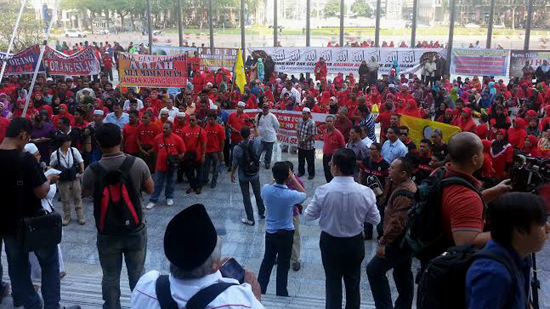 Perkasa members outside the Federal Court on 5 March 2014 (Courtesy of Norhayati Kaprawi)