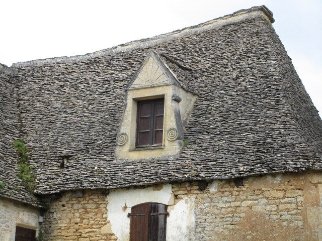 Amazing lauze roofing of the Sarlat area.