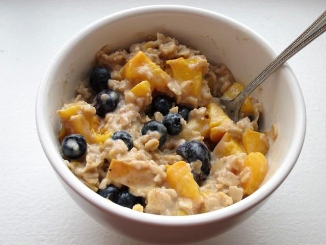 peach-blueberry-oatmeal-252810-2529