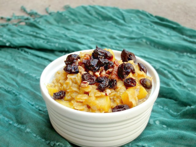 Pumpkin, Apple, and Cranberry Oatmeal #vegan