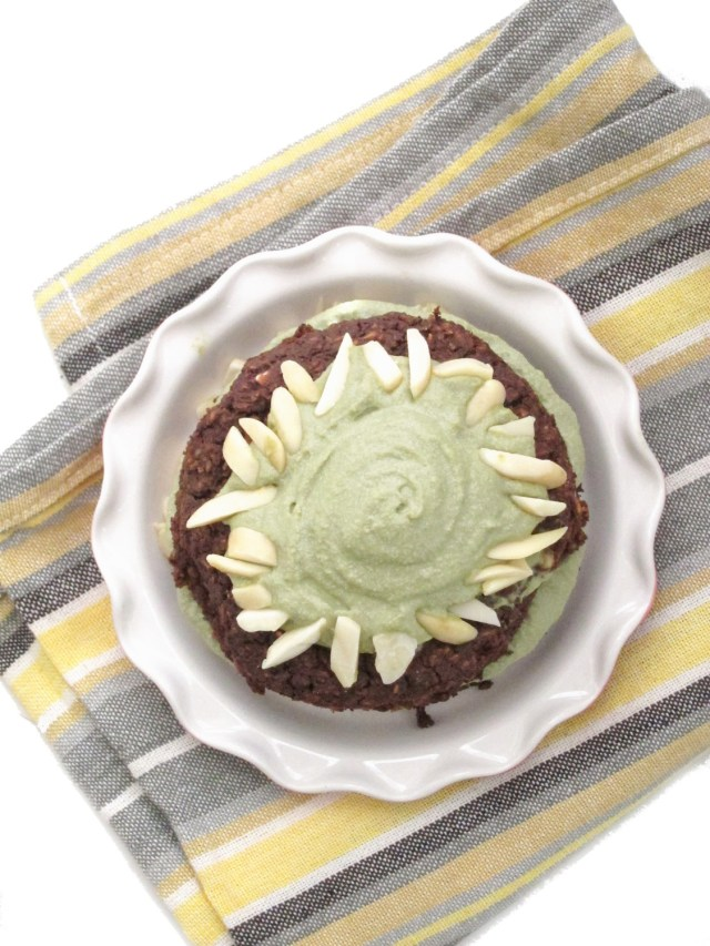 Brownie Baked Oatmeal with Matcha Cashew Frosting by the #OatmealArtist #vegan