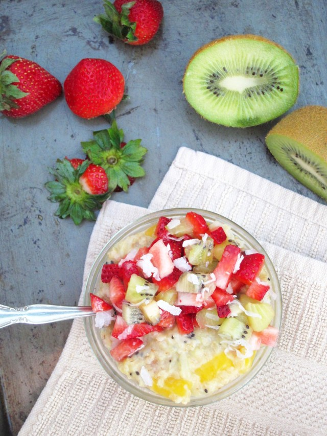 Mango-Kiwi Oatmeal with Strawberry-Kiwi-Coconut Relish #oatmealartist